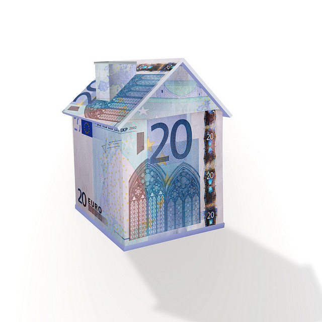 House made of Euro notes - mortgage rates - Image copyright 401K